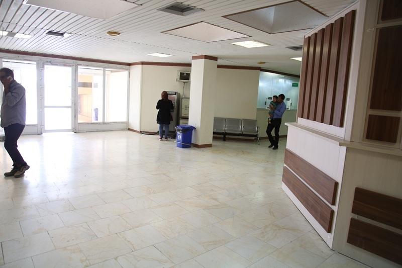 نمای داخلی سالن انتظار درمانگاه بیمارستان کنگان